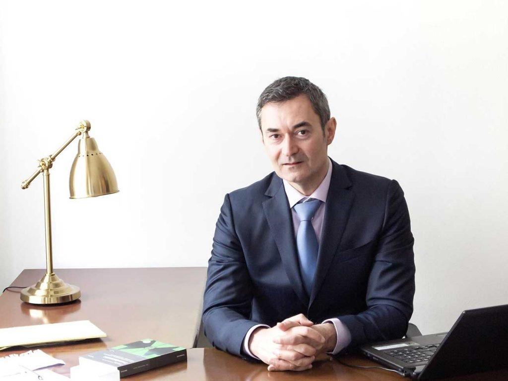 Mag.Dinko Knjizevic. Odvjetnik u Beču